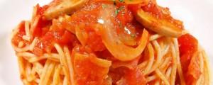 ベーコンとマッシュルームのオレガノ香るトマトパスタ