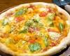 アボカドとトマトのピッツァ